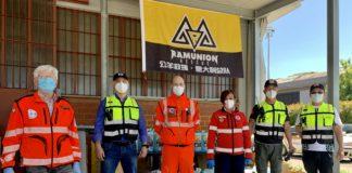 Alcuni volontari riuniti da Ramunion che hanno portato gli aiuti