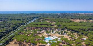 Una veduta aerea del camping village roma capitol di Baia Holiday