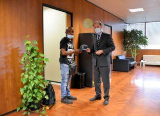 Nigeriano in questura ad Arezzo