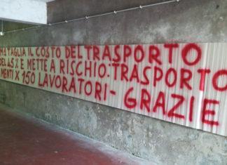 Striscione protesta trasporto disabili a Roma
