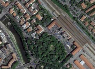 Ferrovia e stazione dal cielo