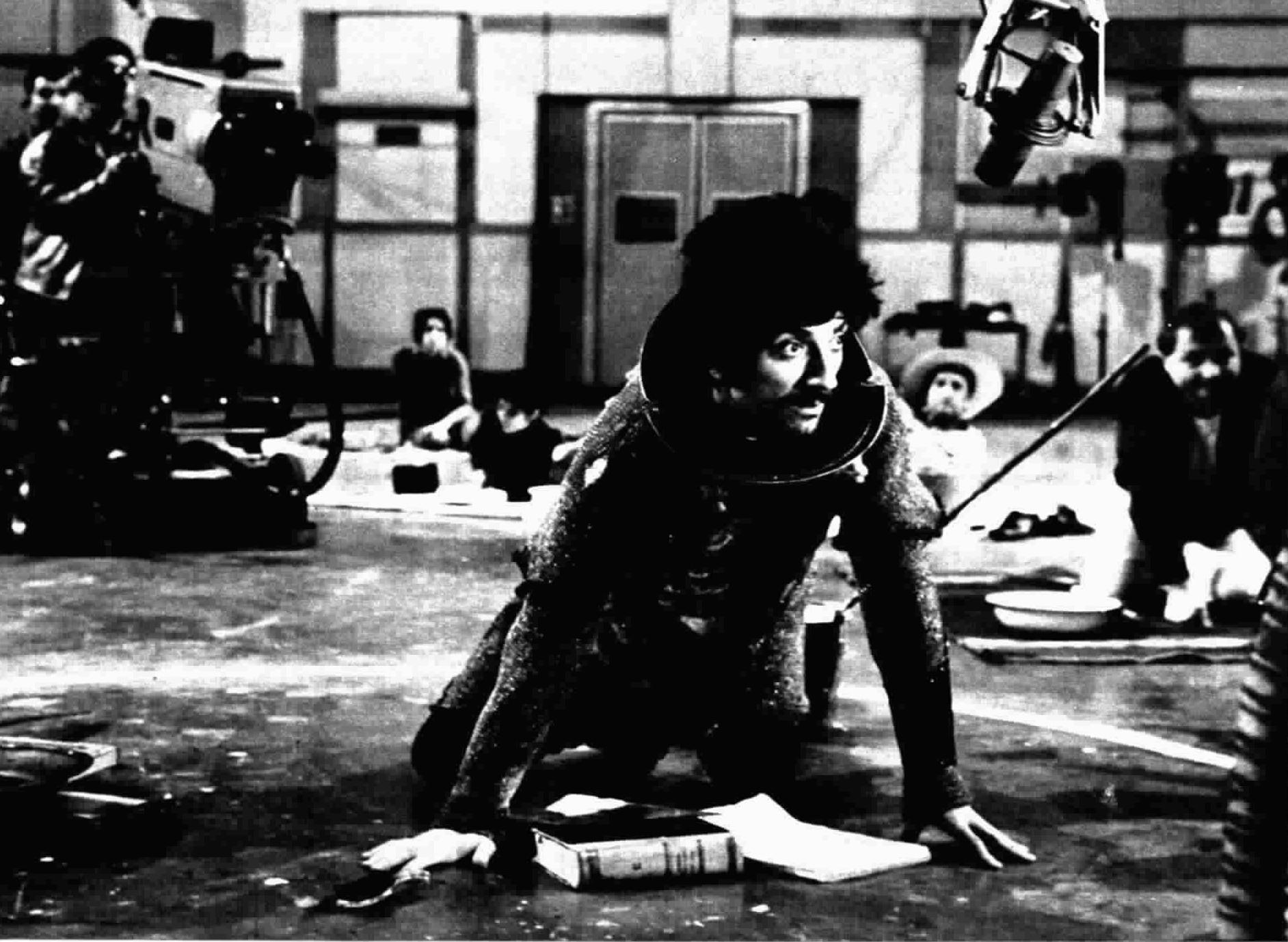 Gigi Proietti interpreta Don Chisciotte