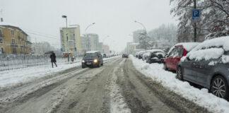 Strada sotto la neve