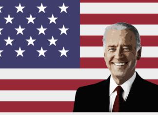 Joe Biden e sullo sfondo la bandiera americana