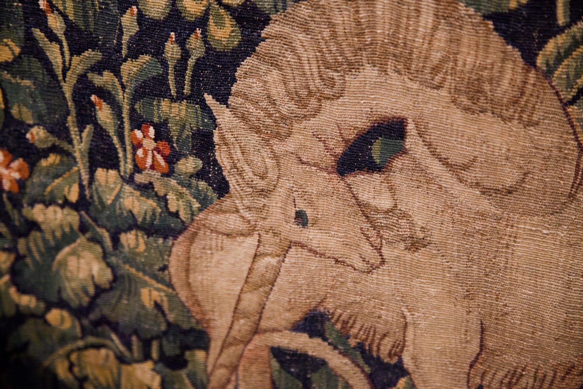 Particolare dell'arazzo dell'unicorno esposto nell'antico palazzo dei vescovi di Pistoia