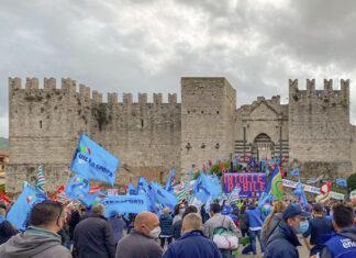 Manifestazione piazza delle Carceri a Prato