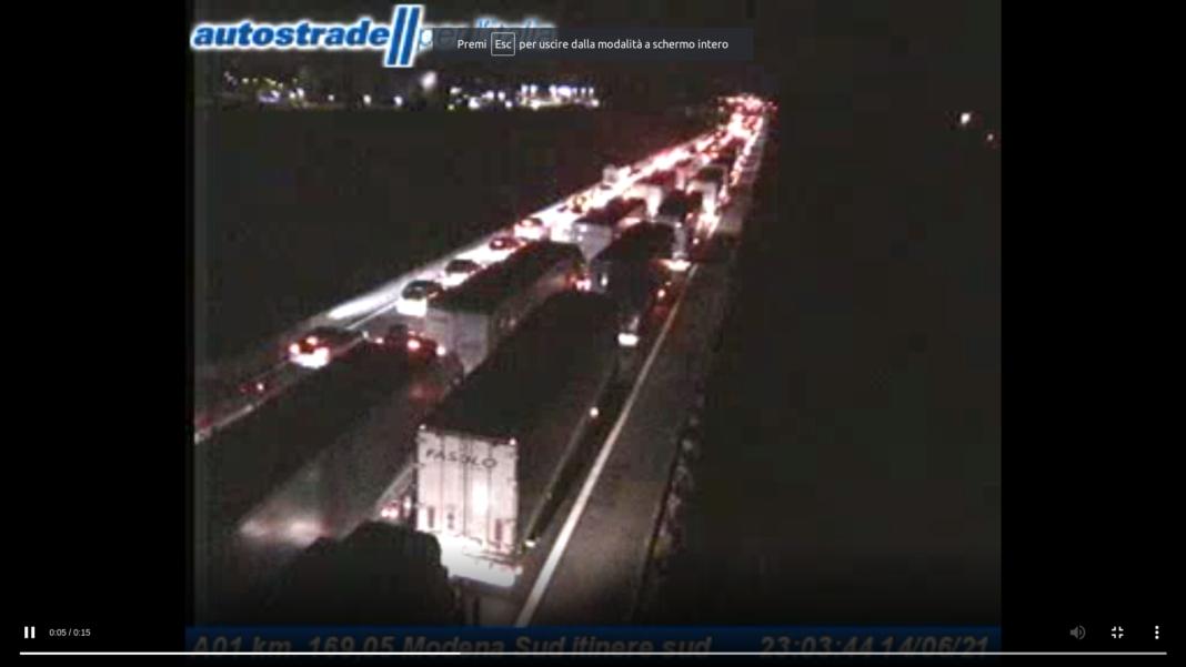 La lunga coda sull'A1 alle 23 da una delle webcam di Autostrade per l'Italia